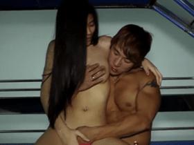 หนุ่มเกาหลี มาจัดสาวไทยจัดน้องบนรถสองแถว ที่ไทย
