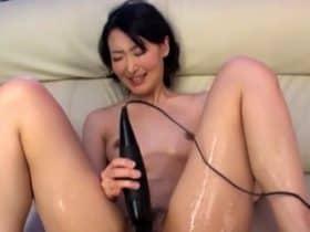 Japanese babe toying herself
