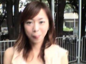 สาวเกาหลีใจกล้าเเก้ผ้ากลางสาธารณะ